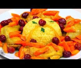 طاجين الدجاج بالأرز، الجزر والزيتون الأحمر / سلطة الخرشوف الشوكي (القوق) بالجمبري