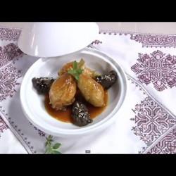 أفخاد الدجاج مع الباذنجان و البصل المعسل