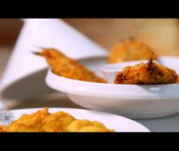 Sardines farcies panées, sauce aux carottes et pastels de pomme de terre