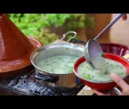 شهيوات بلادي : حساء الكرمب بالشعير وزيت الزيتون